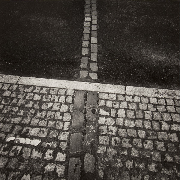 Alan Cohen, NOW (Berlin Wall), 1996. Pigment print. Collection of DePaul Art Museum, gift of Sharon Cohen.