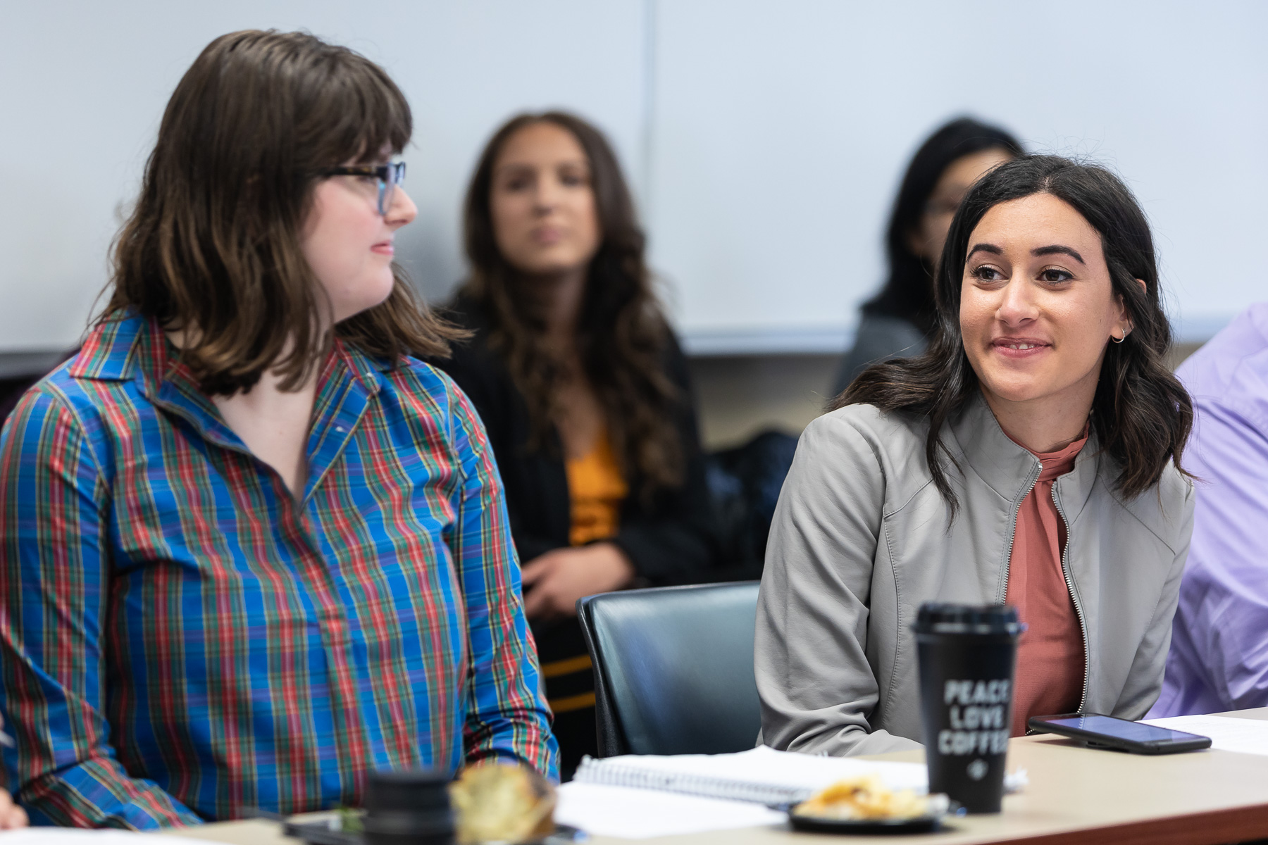 A students asks a question to Lourdes Duarte and Dean Baquet during a meeting between the journalists and College of Communications journalism students. (DePaul University/Jeff Carrion)