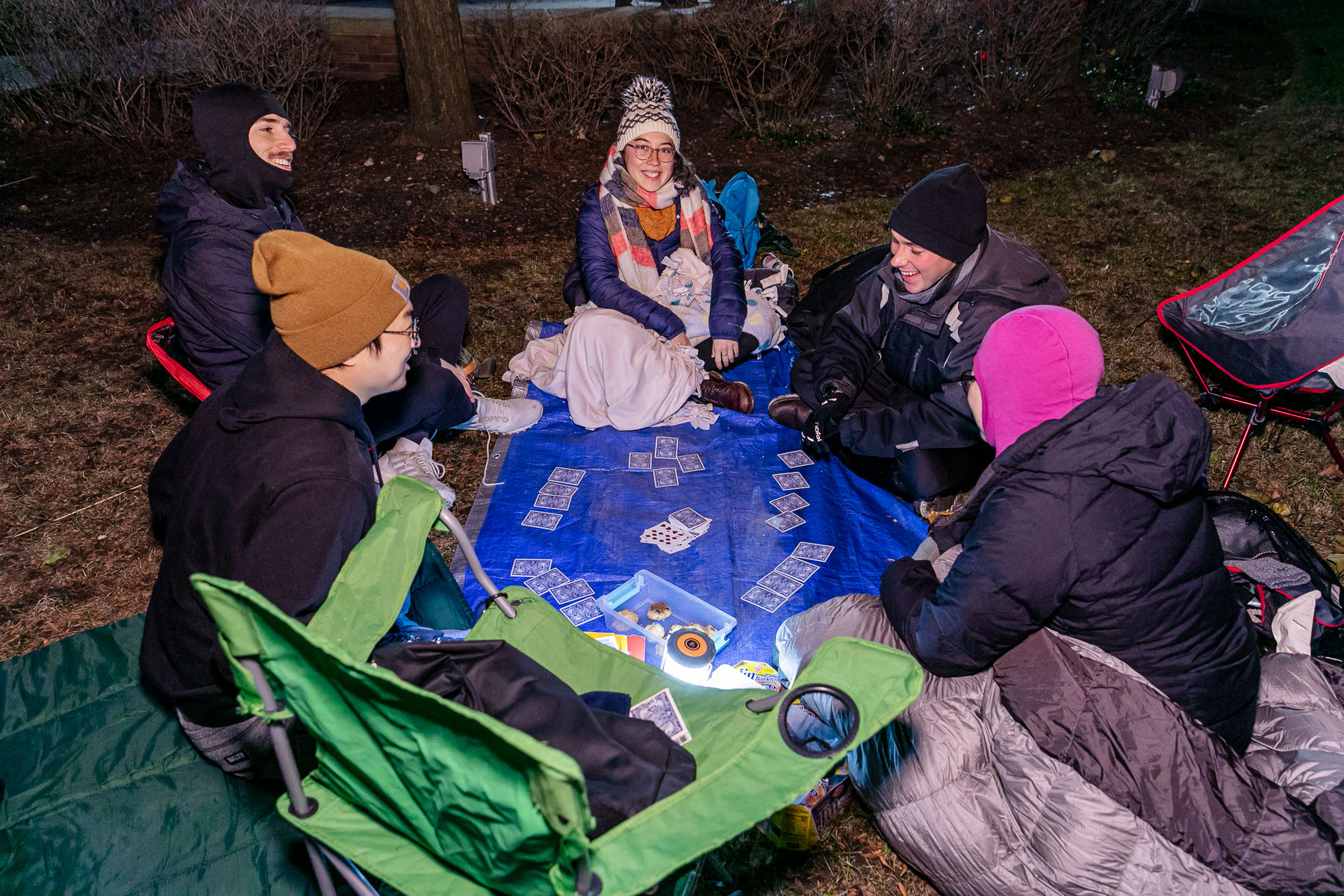 Sleepers kept their spirits up in the cold weather by bringing snacks and games. (DePaul University/Randall Spriggs)
