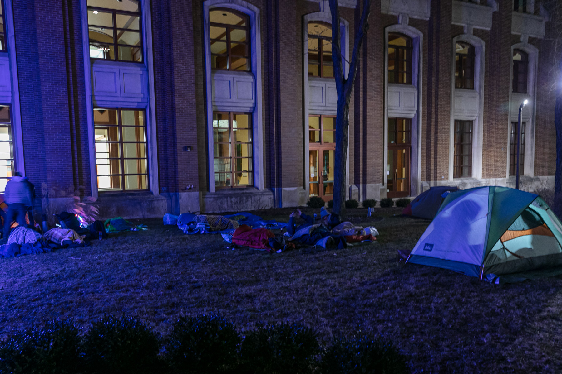 A hush fell over St. Vincent's Circle late in the evening as sleepers settled in for the night. (DePaul University/Randall Spriggs)
