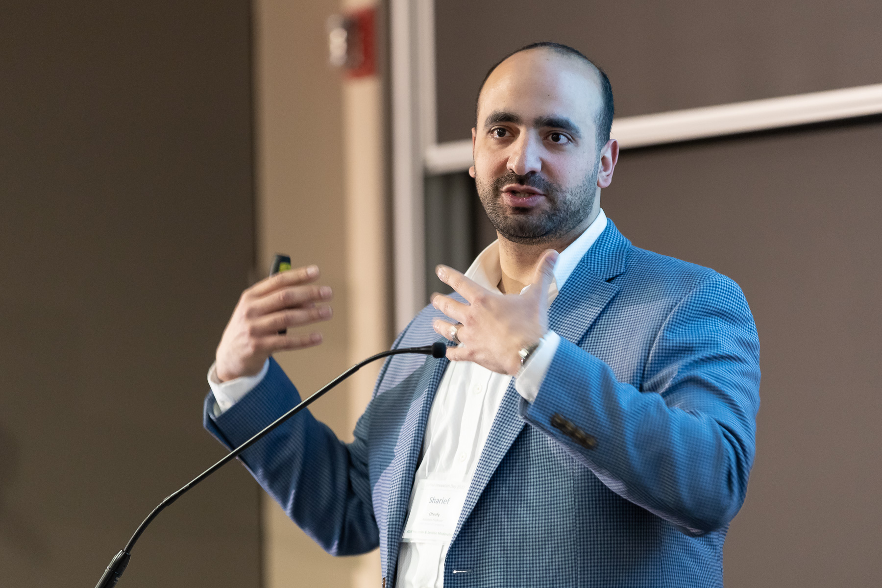 Sharief Oteafy, assistant professor in the College of Computing and Digital Media, presents his project, Next Generation Networking (NexGeN) Lab that will establish the very first Internet of Things (IoT) lab at DePaul. (DePaul University/Jeff Carrion)