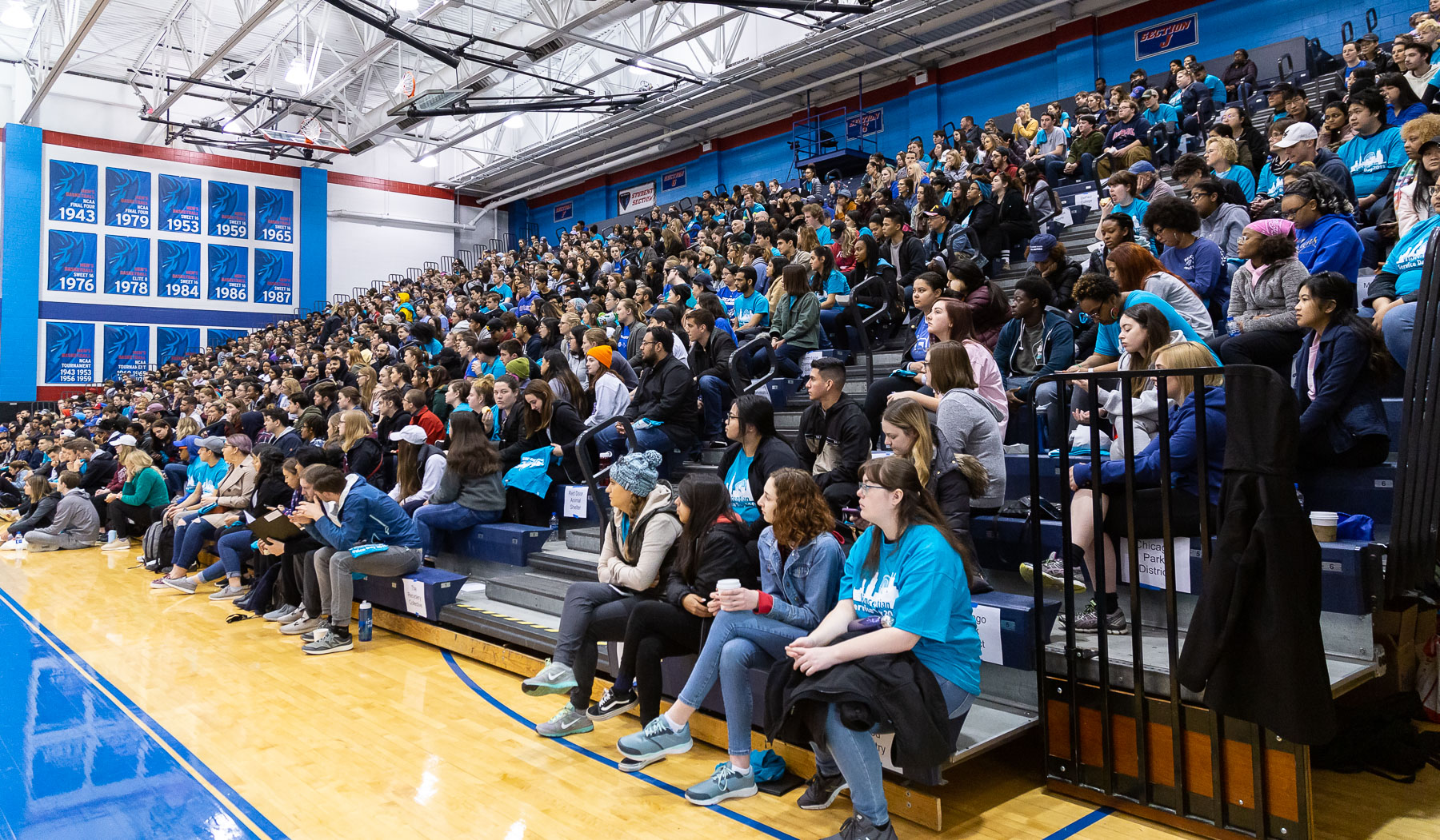 ​Hundreds of DePaul faculty, staff and students gathered in McGrath-Phillips Arena to kick off the annual day of service. (DePaul University/Katie Donovan)