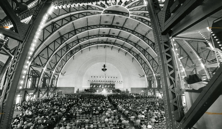 Members of the university and broader Chicago community gathered for Father Richardson's inaugural address on Oct. 31, 1981 at Navy Pier. (DePaul University/Special Collections and Archives)