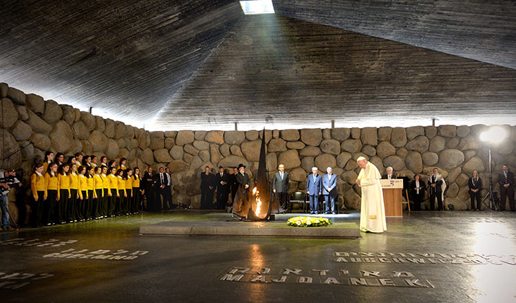 Pope Francis visiting Yad Vashem in 2014
