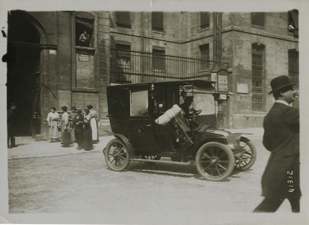 Photograph with automobile in front of Prison Saint-Lazare