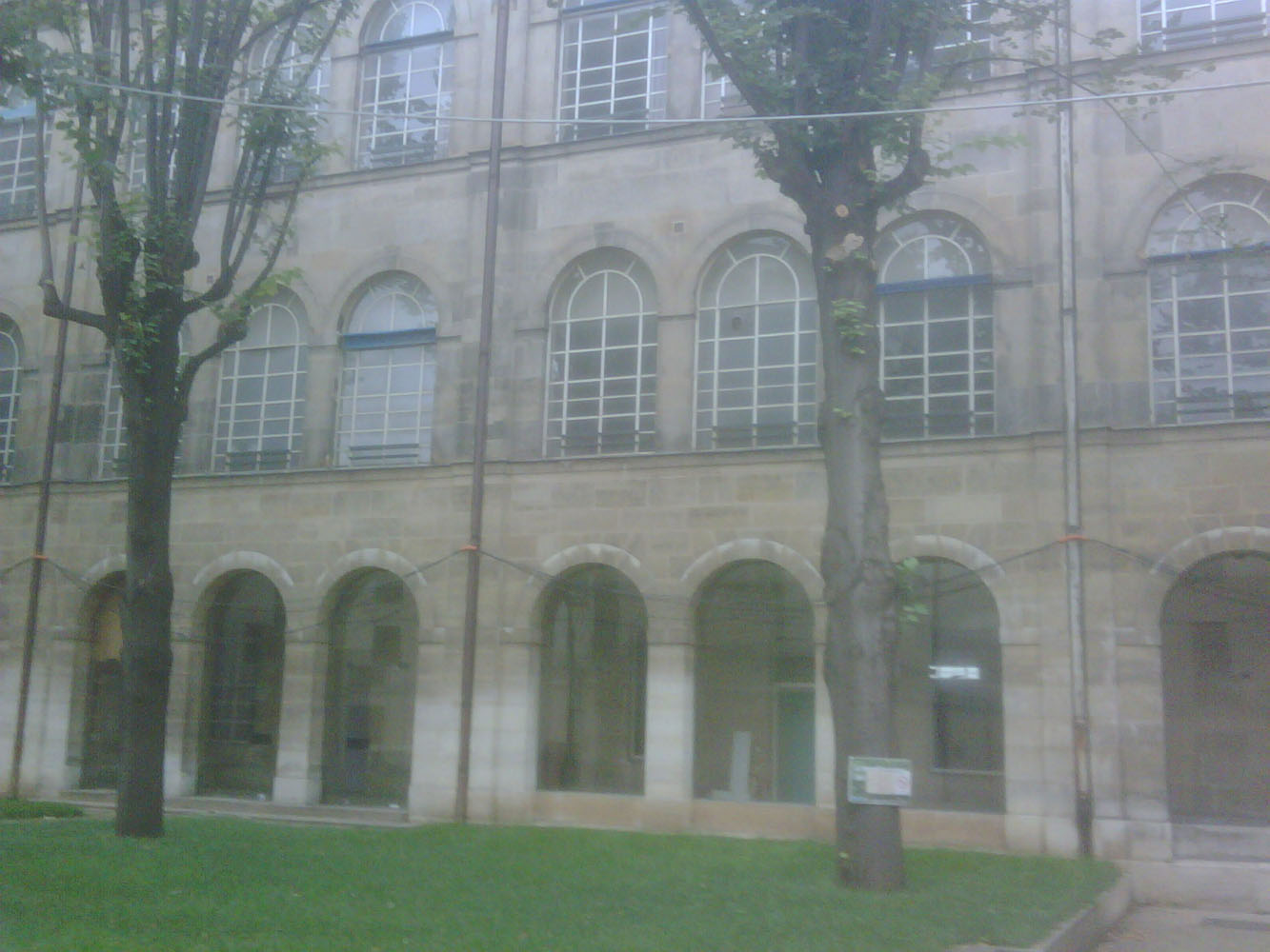 Prison Saint-Lazare, infirmary wing, courtyard